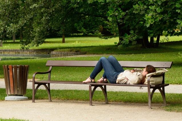 bench-890045_640